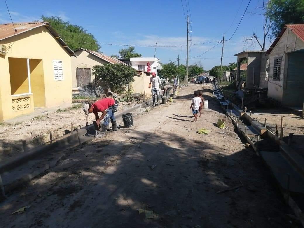 Ayuntamiento de Las Matas de Farfán construye obra en el sector Biras del Norte